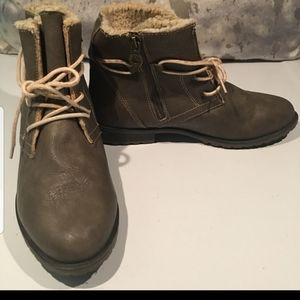 BRAND NEW SPORTO BOOTIES SIZE 8